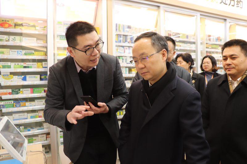 李云泽副省长视察药店使用微威廉希尔公司app.jpg